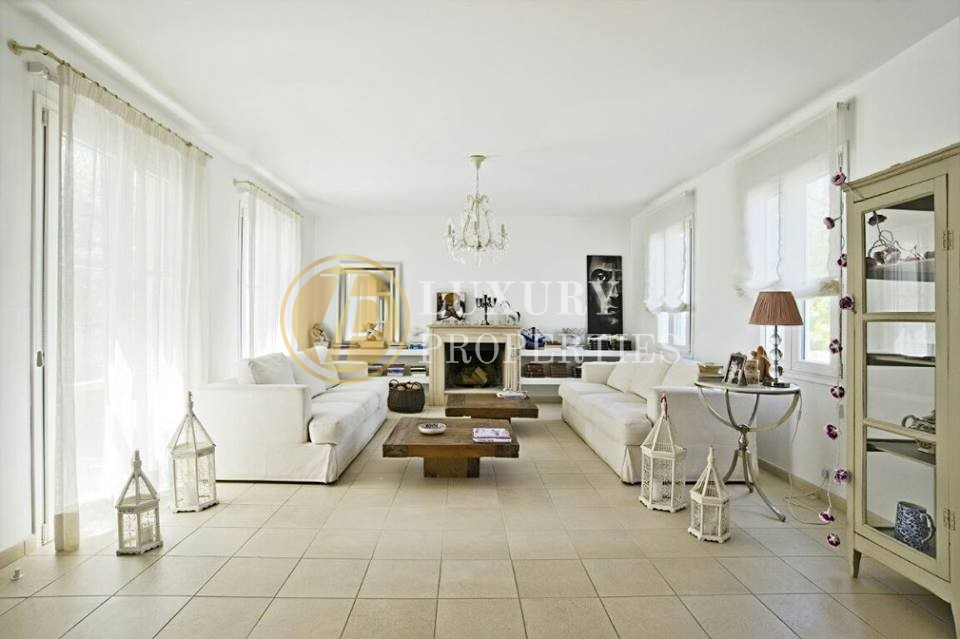 Luxurious 4 Bedroom House in Kalithea