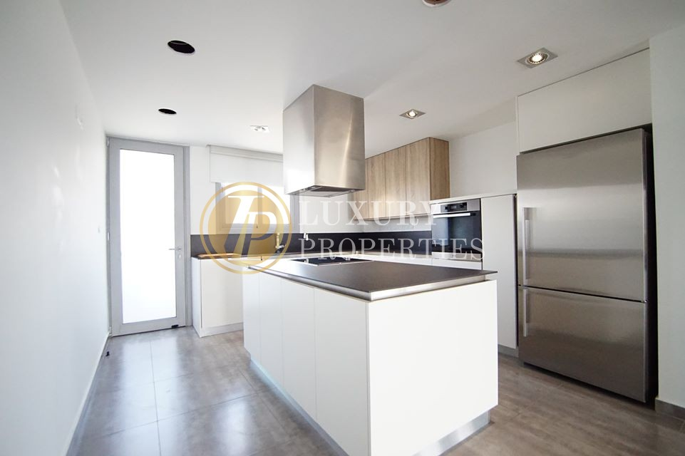 3 Bedroom Luxury Apartment In Strovolos